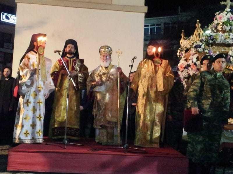 Επιτάφιοι και πιστοί στην Κεντρική πλατεία της Ξάνθης