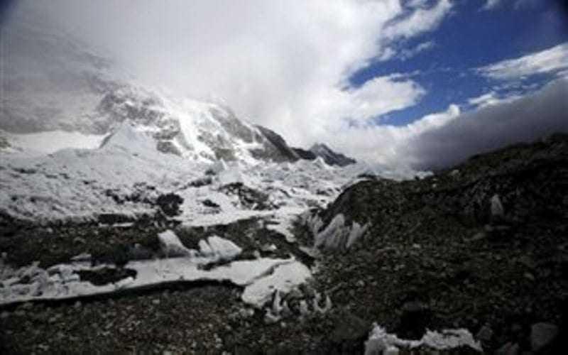Ανέστειλε η Κίνα ορειβατικές αποστολές στο Έβερεστ