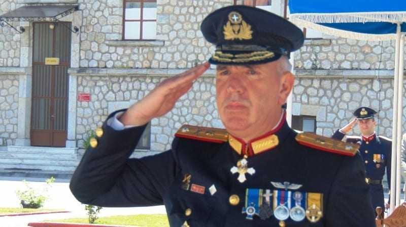 Ο Διοικητής της ΣΜΥ ευχαριστεί τους Απόφοιτους της Τάξεως 1979 β΄