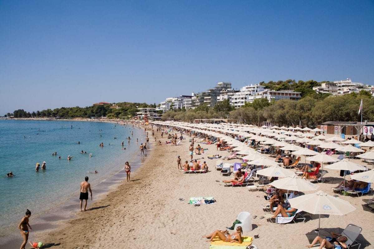 Δροσερές αποδράσεις στις παραλίες της Αττικής