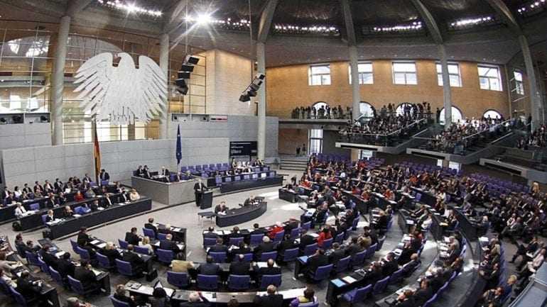 Spiegel: Γερμανοί βουλευτές ερευνώνται για εσχάτη προδοσία