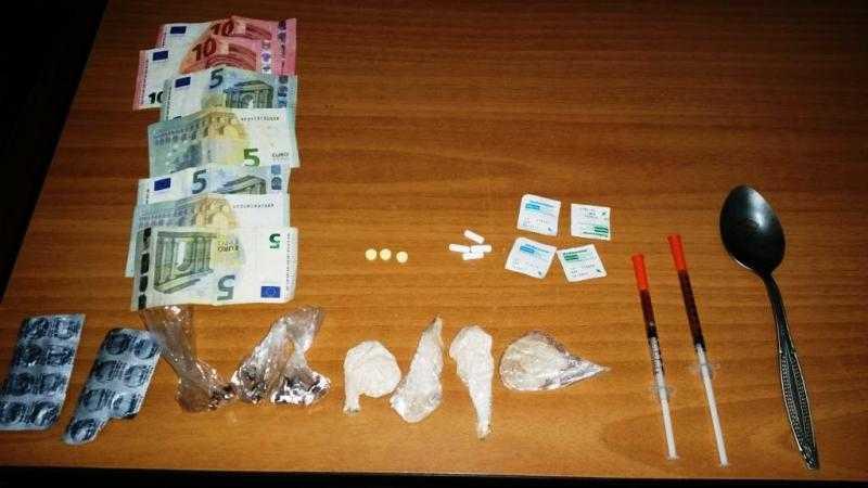 Συνελήφθη 41χρονος ημεδαπός κατηγορούμενος για διακίνηση και κατοχή ναρκωτικών