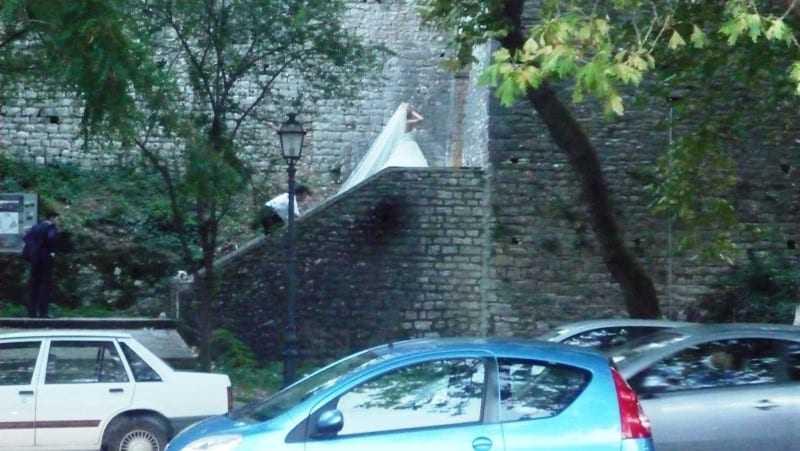 Οι νύφες φωτογραφίζονται στο κάστρο για το…καλό