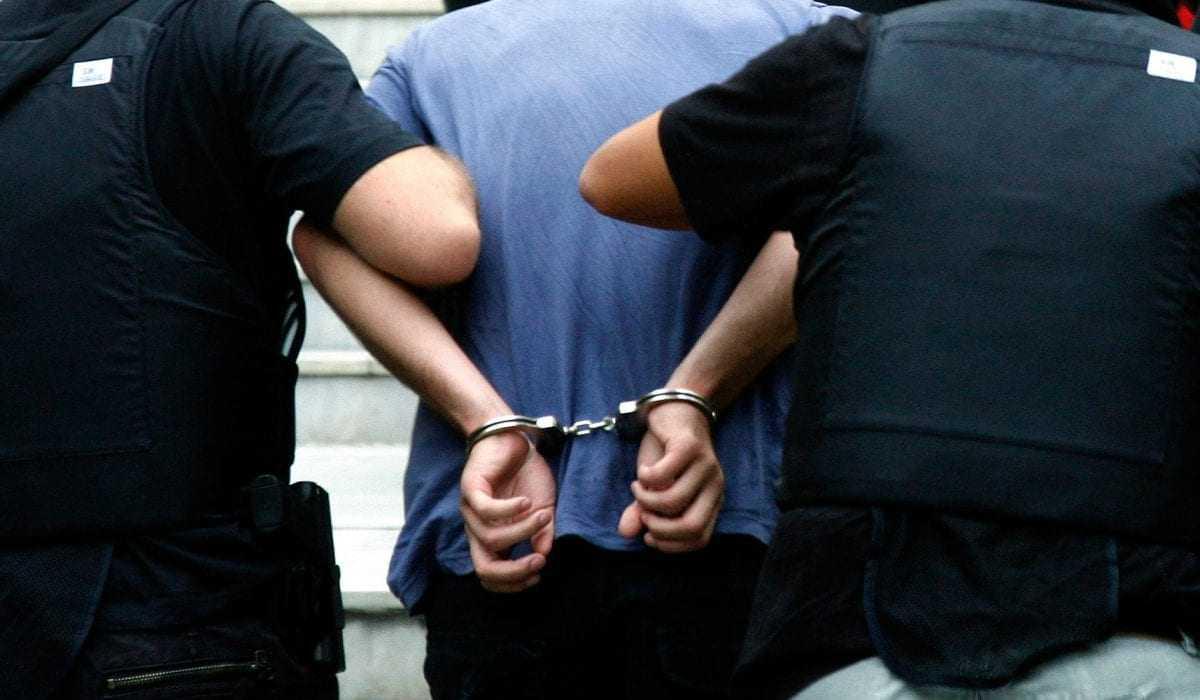 Συνελήφθησαν 2 διακινητές οι οποίοι προωθούσαν στο εσωτερικό της χώρας 17 μη νόμιμους μετανάστες