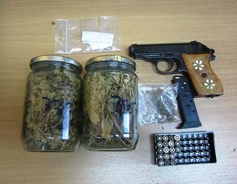 Σύλληψη  για παράνομη οπλοκατοχή και κατοχή ναρκωτικών
