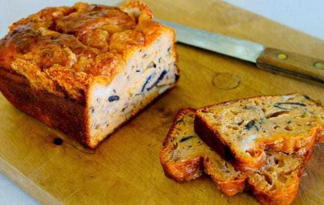 Κέικ με τυριά και μανιτάρια