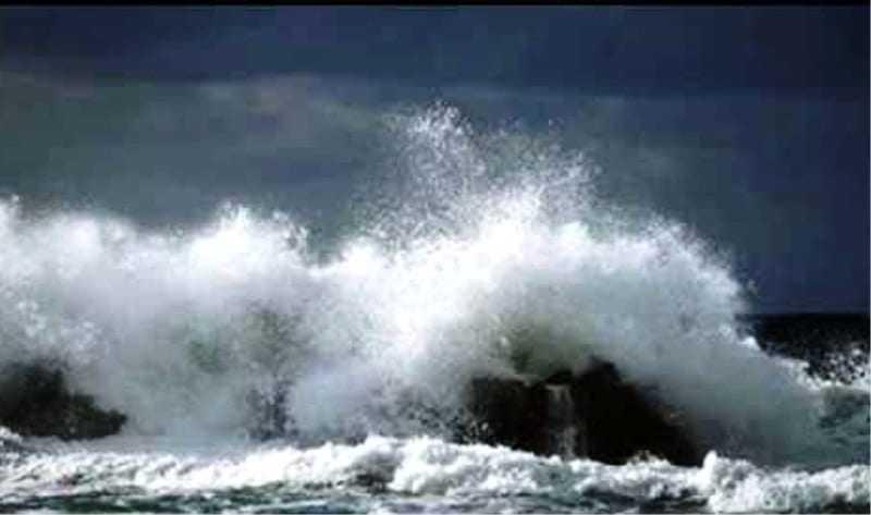 Αγριεύει η θάλασσα στην θαλάσσια περιοχή του Πόρτο Λάγος
