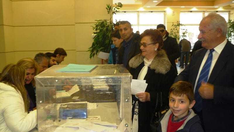 Μαζική η προσέλευση των ψηφοφόρων. Ικανοποίηση στα στελέχη