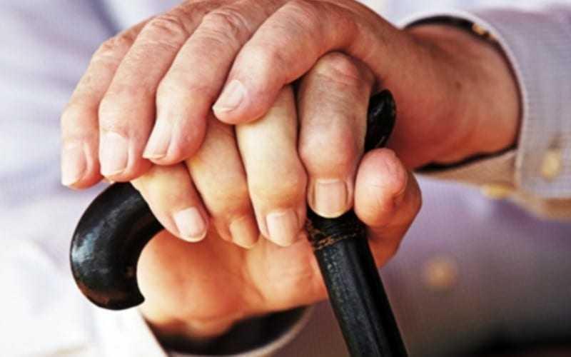 """Συμμορία 4 """"παλληκαράδων"""" κακοποίησε 82χρονη για ληστεία. Διαφεύγουν της σύλληψης"""