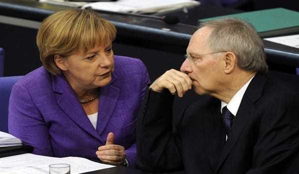 Εύσημα Μέρκελ προς Σόιμπλε για την αντιμετώπιση της Ελλάδας
