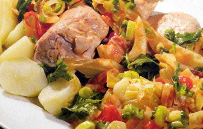 Χοιρινό με λάχανο κοκκινιστό
