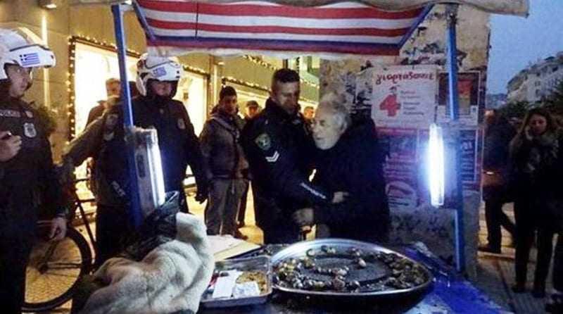 Συνέλαβαν  68χρονη γιατί πουλούσε ημερολόγια. Θυμίζει λίγο από καστανά.