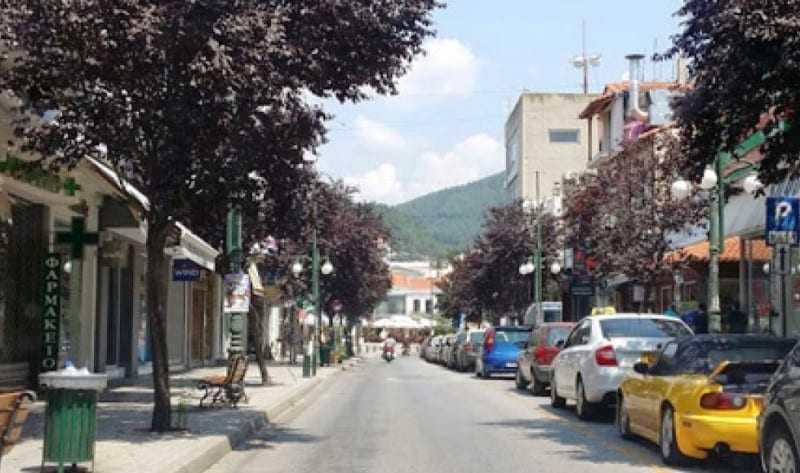 Ξεκρεμάει τα στολίδια ο δήμος Ξάνθης από την 28ης Οκτωβρίου