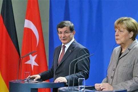 Μέρκελ: Άγκυρα και Βερολίνο θα ζητήσουν τη βοήθεια του ΝΑΤΟ για το προσφυγικό