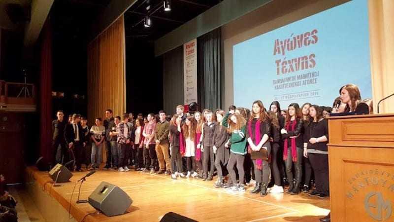 Ο Δήμαρχος συγχαίρει τους μαθητές του 1ου ΓΕΛ