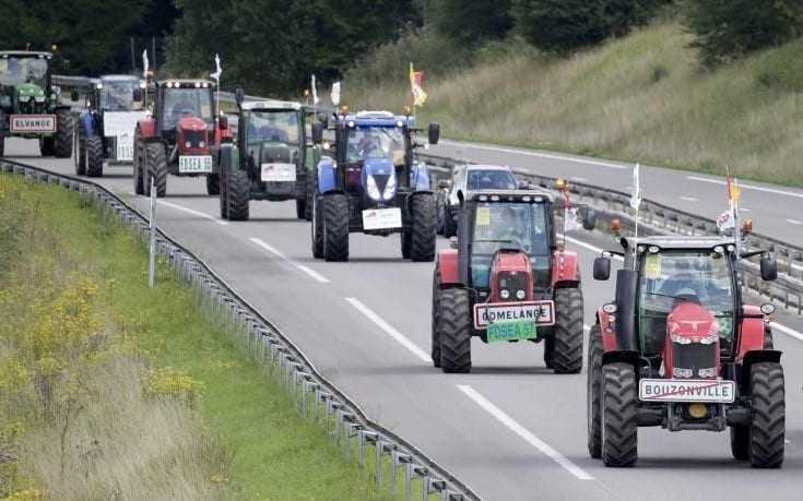 Στους δρόμους και οι αγρότες της Γαλλίας