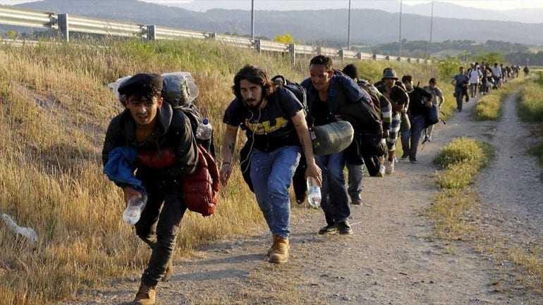 Στο ίδιο έργο θεατές. Ποιος θα απαντήσει στα ερωτήματα σχετικά με τους μετανάστες;