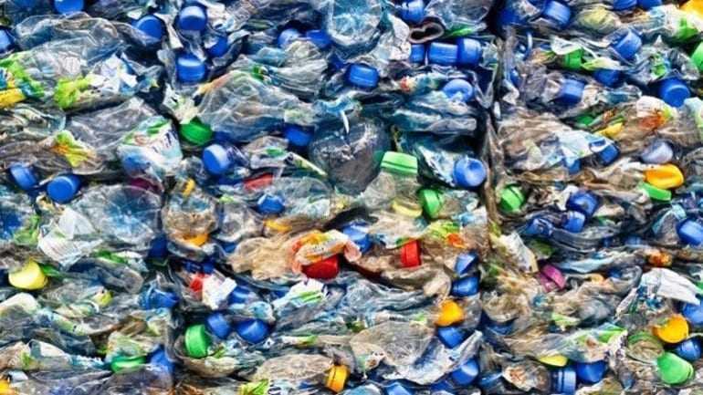 Η ανακύκλωση πλαστικού απειλείται από το φτηνό πετρέλαιο