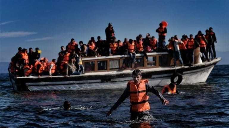 Ξύλινο σκάφος με μετανάστες και πρόσφυγες ανοικτά της Σαμοθράκης