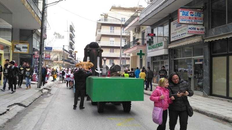 ΦΩΤΟΡΕΠΟΡΤΑΖ: Χαλαρά πριν, κατά την διάρκεια και  το τέλος της μεγάλης καρναβαλικής παρέλασης στην Ξάνθη