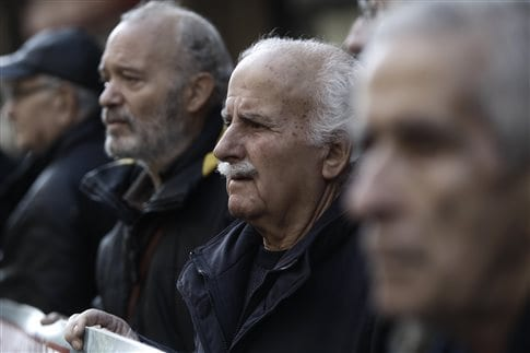 Η μείωση των συντάξεων αυξάνει τη θνησιμότητα των ηλικιωμένων