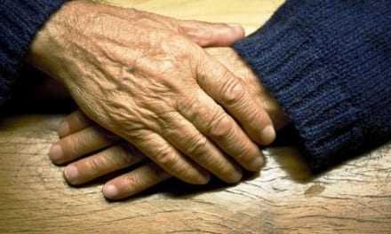 Ψάχνουν τους απατεώνες της 72χρονης