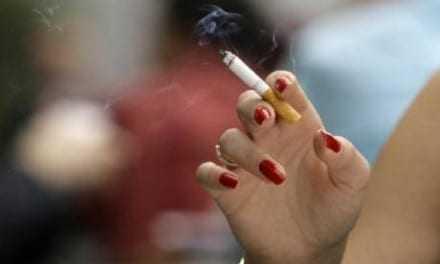 """""""Ντού"""" για το κάπνισμα και στο δημαρχείο"""