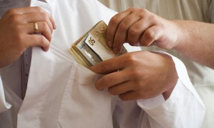 Ποιος είναι ο ηθικός αυτουργός που οι «γιατροί» τα «παίρνουν»;