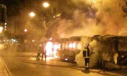 Οι «γνωσοί-Άγνωστοι» έκαψαν λεωφορείο. Ανίκανος ο Τόσκας λένε στην Δημοκρατική Συμπαράταξη
