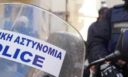 Ένας 14χρονος νεαρός μαθητής προσέφερε τα χρήματα του κουμπαρά του από τα κάλαντα στην Ελληνική Αστυνομία