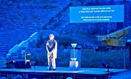 «Πλάτωνα Απολογία Σωκράτη»  στην αρχαία ελληνική γλώσσα με υπέρτιτλους στα νέα ελληνικά & στα αγγλικά