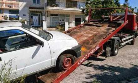 """Μαζέψτε τα αυτοκίνητα σας, γιατί θα τα """"μαζέψει"""" ο δήμος"""