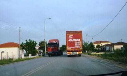 Γιατί ακόμη κυκλοφορούν ακόμη τα φορτηγά στους παράπλευρους δρόμους της Εγνατίας;