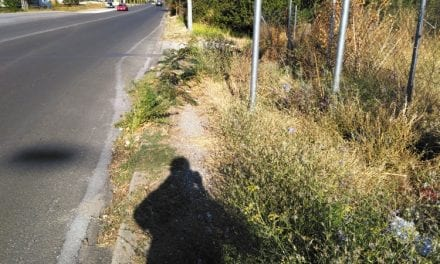 Ανύπαρκτα πεζοδρόμια στην Τριανταφυλλίδη