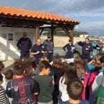 Το Λιμενικό και οι μικροί μαθητές καθάρισαν την παραλία Φαναρίου