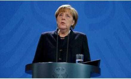 Μαυροντυμένη η Μέρκελ: Δεν θα αλλάξουμε τρόπο ζωής