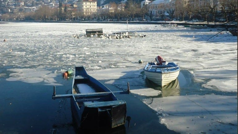 Πάγωσαν οι λίμνες Καστοριάς και Χειμαδίτιδας