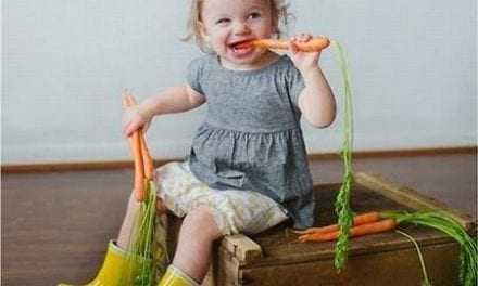6 τρόποι για να «μάθετε» τα παιδιά σας να τρώνε υγιεινά για γερά κόκαλα