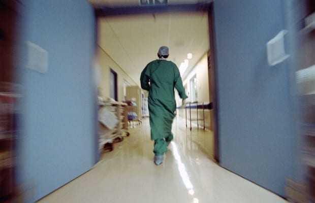 «Ασθενείς που θα έπρεπε να ζήσουν πεθαίνουν»