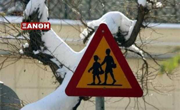 Οι δήμαρχοι αποφασίζουν για τα σχολεία.