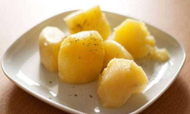 Το κόλπο για να γίνουν οι βραστές πατάτες πιο νόστιμες