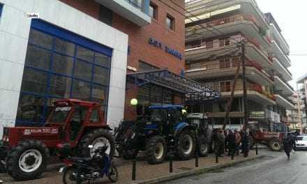 Αγρότες πήγαν στην…εφορία για να την…κλείσουν