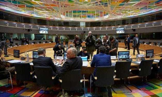 Στο Εurogroup με πιέσεις για κάλπες