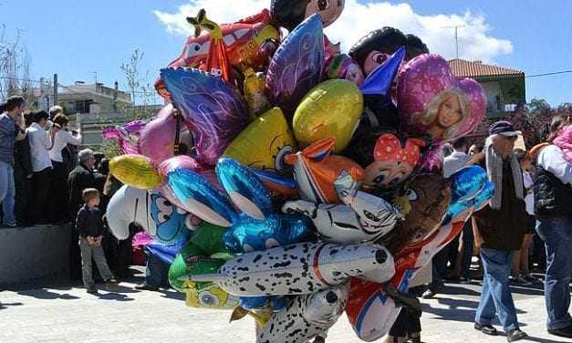 Πουλούσε μπαλόνια χωρίς άδεια. Αυτή πτώχευσε την χώρα