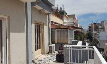 Γκρεμίστηκε μαρκίζα του 4ου ορόφου στο Αστυνομικό Μέγαρο της Αλεξανδρούπολης