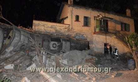 Εκτροχιάστηκε τραίνο έξω από την Θεσσαλονίκη! Μπήκε σε σπίτι – Τέσσερις οι νεκροί – Σοκαριστικές εικόνες