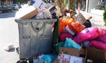 Κρατήστε τα σκουπίδια σας γιατί … βρομίσαμε. Συνεχίζεται η απεργία