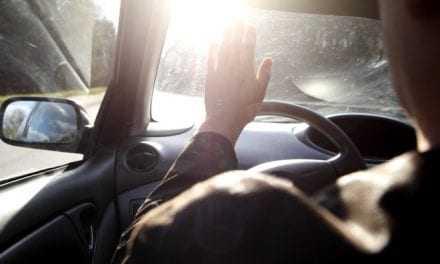 Καύσωνας και οδήγηση στο αυτοκίνητο: Κίνδυνος υγείας από τα τζάμια – Τι να κάνετε