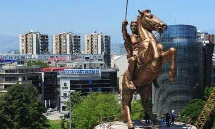 Οι Σκοπιανοί κατεβάζουν τα αγάλματα του Μ.Αλεξάνδρου. Με ποιό αντάλλαγμα;