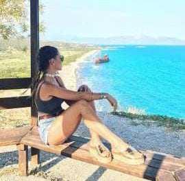 Αθηνά Οικονομάκου: Έκανε την πιο καυτή εμφάνιση του καλοκαιριού με ολόσωμο μαγιό